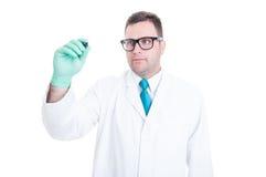 Mannelijke arts die op het transparante scherm schrijven copyspace Stock Foto