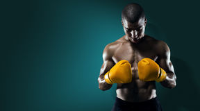 Mannelijke Atleet Boxer Punching stock fotografie