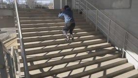 Mannelijke atleet openlucht stock videobeelden