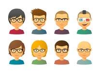 Mannelijke avatars die glazen met diverse haarstijlen dragen Stock Foto's