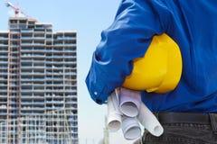 Mannelijke contractant en bulding project stock afbeeldingen