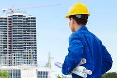 Mannelijke contractant en bulding project Royalty-vrije Stock Foto's
