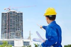Mannelijke contractant en bulding project stock foto's