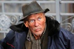Mannelijke dakloze bedelaar stock afbeelding