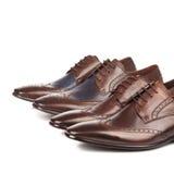 Mannelijke de schoenen bruine kleur van de manier op wit Royalty-vrije Stock Afbeeldingen