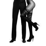Mannelijke die benen door vrouwen worden omringd Royalty-vrije Stock Foto's