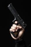 Mannelijke die hand met kanon op zwarte wordt geïsoleerd stock afbeeldingen