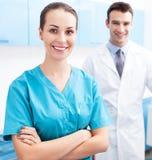 Mannelijke en Vrouwelijke Artsen Stock Foto