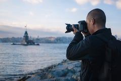 Mannelijke fotograaf in Istanboel, Turkije Royalty-vrije Stock Afbeeldingen