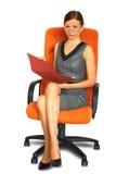 Mannelijke geïsoleerdee secretaresse op stoel Royalty-vrije Stock Fotografie