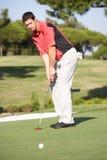 Mannelijke Golfspeler op de Cursus van het Golf stock foto's