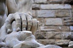 Mannelijke hand en spijkers royalty-vrije stock afbeeldingen