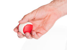 Mannelijke hand met een rode en witte bal Stock Fotografie