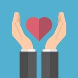 Mannelijke handen die hart houden Stock Foto