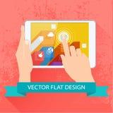 Mannelijke handen die tablet houden. Vector vlak ontwerp. Stock Foto