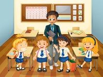 Mannelijke leraar en studenten in klasse Stock Foto's