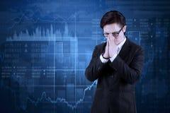 Mannelijke manager met dalende financiële statistieken Royalty-vrije Stock Foto