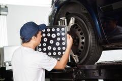 Mannelijke Mechanische Adjusting Wheel Alignment-Machine royalty-vrije stock afbeeldingen