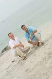Mannelijke modellen bij het strand stock afbeelding