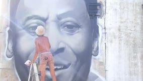 Mannelijke Stedelijke Schilder Drawing Graffiti op de Muur stock footage