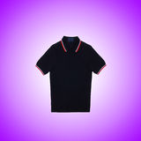 Mannelijke t-shirt tegen de gradiëntachtergrond Royalty-vrije Stock Foto's