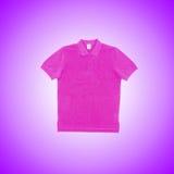 Mannelijke t-shirt tegen de gradiëntachtergrond Royalty-vrije Stock Afbeelding