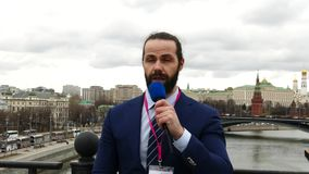 Mannelijke TV-Verslaggever stock footage