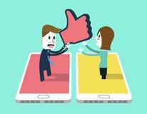 Mannen överförde duns upp symbol till a-flickan på smartphonen Arkivbild