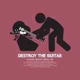 Mannen förstör det grafiska symbolet för gitarren Royaltyfri Bild