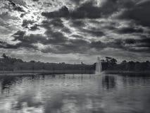 Mannen gjorde sjön fotografering för bildbyråer
