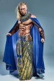Mannen i bilden av den forntida egyptiska farao Arkivfoto