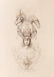 Mannen i mystikerbrand och dekorativa drakar, blyertspenna skissar på papper Royaltyfri Bild