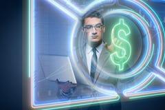 Mannen i online-begrepp för valutahandel Royaltyfri Bild