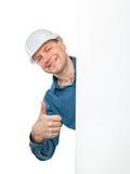 Mannen i shower för en konstruktionshjälm gör en gest reko Fotografering för Bildbyråer