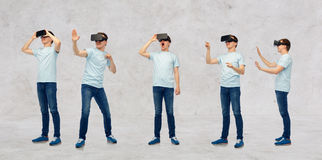 Mannen i virtuell verklighethörlurar med mikrofon eller exponeringsglas 3d ställde in Arkivbild