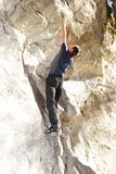 Mannen klättrar Arkivfoton