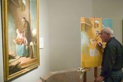 Mannen kopierar målning i Museum de Prado, det Prado museet, Madrid, Spanien Royaltyfria Foton