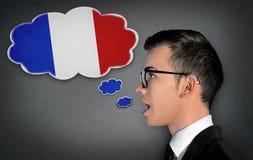 Mannen lär talande fransman royaltyfria foton