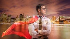 Mannen med den röda räkningen i begrepp för toppen hjälte Arkivfoton