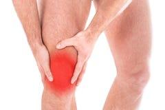 Mannen med knäet smärtar royaltyfri bild