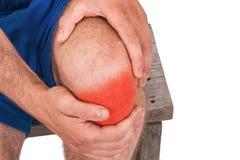 Mannen med knäet smärtar arkivfoton