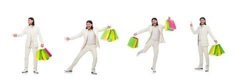 Mannen med shoppingp?sar som isoleras p? vit arkivbilder