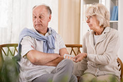 Mannen önskar inte att ta preventivpillerar Arkivbilder