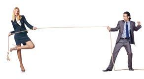 Mannen och kvinnan i dragkampbegrepp Royaltyfria Bilder