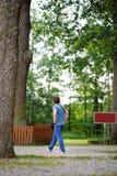 Mannen på härligt parkerar Royaltyfri Foto