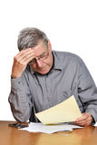 mannen papers pensionären Arkivfoto