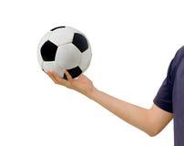 Mannen rymmer en soccerball Arkivfoton