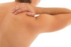 Mannen rymmer hans baksida smärtar tack vare Fotografering för Bildbyråer
