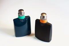 Mannen ` s, vrouwen` s parfum op witte achtergrond wordt geïsoleerd die Royalty-vrije Stock Afbeeldingen