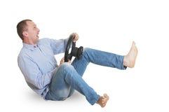 Mannen simulerar att rida en bil arkivfoton